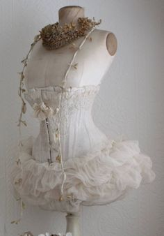 Raindrops and Roses Shabby Chic Mannequin, Vintage Mannequin, Old Dresses, Vintage Dresses, Vintage Outfits, Corset Dresses, Vintage Corset, Shabby Vintage, Corsets
