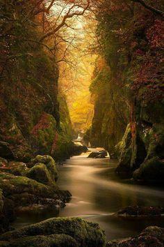 So mysterious. Pininterest: kriskeyi/Amazing Photography