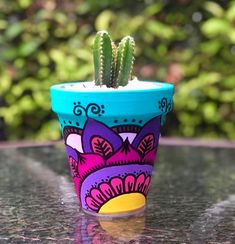 Cactus flower – Home Decor Gardening Flowers Flower Pot Art, Flower Pot Design, Clay Flower Pots, Cactus Flower, Painted Plant Pots, Painted Flower Pots, How To Grow Cactus, Pottery Painting Designs, Decorated Flower Pots
