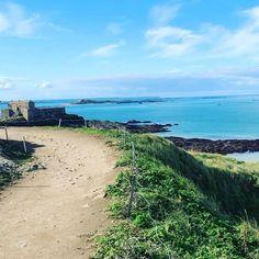 Sur le grand bé , un apres midi d'octobre a saint malo St Malo, Midi, Saints, Country Roads, Beach, Water, Outdoor, October, Brittany