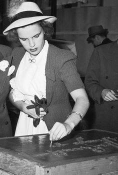 judygarlandgifs:  Judy Garland signs her name in cement for Grauman's Theater, 1941