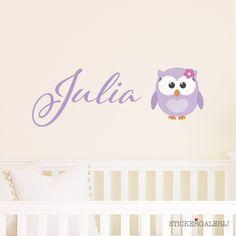 Muursticker babykamer uil met naam #babykamer #wanddecoratie #inspiratie #kinderkamer #muursticker #wolkjes #baby #roze #blauw #groen #peuter #kwaliteit #design #uniek #nederland #zwanger #zwangerschap #pasgeboren #interieur #muur #wand #doehetzelf #diy #liefde #stickergalerij  Voor de volledige collectie kijk op: www.stickergalerij.nl