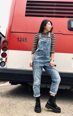 Striped turtleneck with denim overalls and doc martens Doc Martens Outfit, Doc Martens Style, Doc Martens Fashion, Outfits With Doc Martens, Hipster Grunge, Grunge Goth, Turtleneck Outfit, Striped Turtleneck, Over The Top