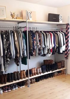 30 Gorgeous Open Storage Room Concepts For Innovative Residence - Claire C. - Nathalie Pinsdorf - 30 Gorgeous Open Storage Room Concepts For Innovative Residence - Claire C. 30 Gorgeous Open Storage Room Concepts For Innovative Residence - - Bedroom Storage For Small Rooms, Storage Room, Wardrobe Storage, Room Organization, Small Room Storage Ideas, Closet Storage, Corner Wardrobe, Wardrobe Room, Black Wardrobe