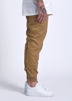 Macho Moda - Blog de Moda Masculina: Sockless Masculino: Onde Encontrar as Meias Invisíveis? Calça Marrom Masculina, Calça Jogger, Nike Air Force 1,