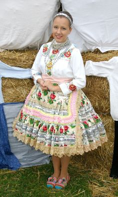 Slovak kroj from village Selenča, Vojvodina province, Northern Serbia. Folklore, Folk Clothing, Beautiful Costumes, Traditional Clothes, European Countries, Czech Republic, Greece, Culture, Dance