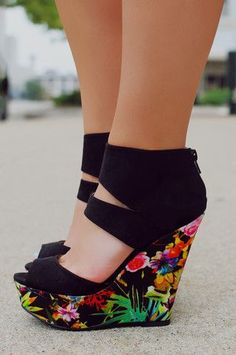 Shoes Summer Trends – I can't wait to change the wardrobe. The Best of wedges in – Shoes Fashion & Latest Trends Pretty Shoes, Beautiful Shoes, Cute Shoes, Me Too Shoes, Shoes Uk, Golf Shoes, Spring Shoes, Summer Shoes, Cute Wedges