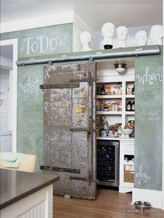 Récupération ancienne porte de grange coulissante et peinture a tableau vert céladon