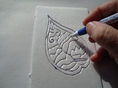 , It's easy to make a print from a styrofoam plate or meat tray. Start by drawing . , It's easy to make a print from a styrofoam plate or meat tray. Start by drawing a simple design on the styrofoam with a ball point pen. Diy Tapete, Styrofoam Plates, Styrofoam Crafts, Foam Stamps, Middle School Art, Tampons, Planner, Gravure, Art Plastique