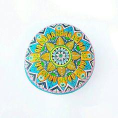 Guarda questo articolo nel mio negozio Etsy https://www.etsy.com/it/listing/535448837/sasso-dipinto-a-mano-mandala-stones