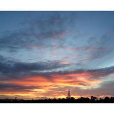 【hirokosabu】さんのInstagramをピンしています。 《雨上がり。今朝の朝焼けも綺麗やった✨😊 30.Aug #朝#朝焼け#朝日#晴れ#雨上がり#雲#赤#オレンジ#黄色#青空#青#今日は仕事#海#太陽#早朝#like4like#sky#bluesky#blue#orange#morning#dawn#sunrise#view#earlymorning#clouds#cloud#cloudy#sunny#sun#sunrise》