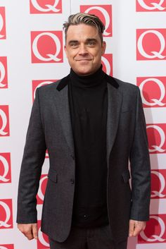 Robbie Williams Photos - Robbie Williams attends The Q Awards at The Grosvenor House Hotel on October 2013 in London, England. - Whitney Houston Wax Figure Unveiled in London Robbie Williams, Whitney Houston, Bae, Take That, Celebs, Singer, London, My Love, Awards