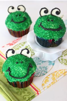 Frog Cupcakes: With just glitter, icing, and white chocolate, you'll flip for this fun frog cupcake that's so easy to make. Click through to find more easy spring cupcake ideas.