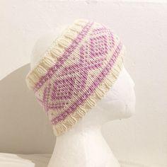 Marius pannebånd. Crochet Hats, Tapestry, Knitting, Shop, Fashion, Knitting Hats, Hanging Tapestry, Moda, Tapestries