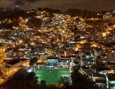 El campo de fútbol que se ilumina con las pisadas de los niños #MedioAmbiente