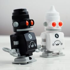 Robot salt & pepper shakers!