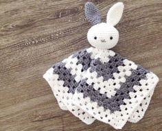 Patroon Baby Tuttel Konjin (Baby Bunny Lovey Pattern) | Hip Met Draad (in Dutch)