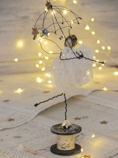 Wire and textile unique handmade creations with a soul Wedding, Events,Kids decor For kind hearts only Diy Crafts Videos, Fun Crafts, Diy And Crafts, Arts And Crafts, Paper Crafts, Wire Art Sculpture, Sculptures, Art Fil, Diy Cadeau Noel