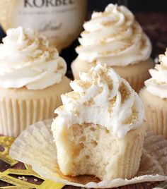Looking for doable cupcake designs and this buttercream frosting with gold sprinkles is pretty cute and would be a great way to use our accent colors