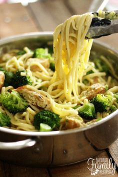 One Pot Skinny Creamy Garlic Noodles
