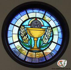 Vitral com símbolo religioso