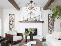 Ugly Side Of Fixer Upper Living Room Ideas Joanna Gaines Magnolia Homes 9 Fixer Upper Living Room, My Living Room, Living Room Decor, Dining Decor, Dining Table, Joanna Gaines Living Room, Joanna Gaines Decor, Joanna Gaines Style, Magnolia Joanna Gaines
