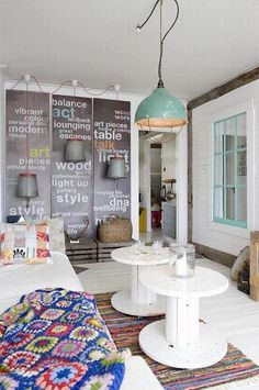 50 Best Small Living Room Designs & Decors - Home Decor & Design Cable Spool Tables, Wooden Cable Spools, Shabby Chic Interiors, Shabby Chic Decor, Vintage Interiors, Small Living Room Design, Living Room Designs, Living Rooms, Interiores Shabby Chic
