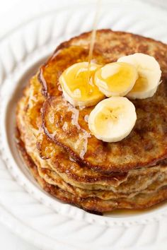 Healthy delicious and EASY pancakes. The perfect kids or post-workout breakfast! Healthy delicious and EASY pancakes. The perfect kids or post-workout breakfast! Banana Egg Oat Pancakes, Butter Pancakes, Banana And Egg, No Egg Pancakes, Gluten Free Pancakes, Tasty Pancakes, Healthy Oat Pancakes, Gluten Free Lasagna, Savoury Cake