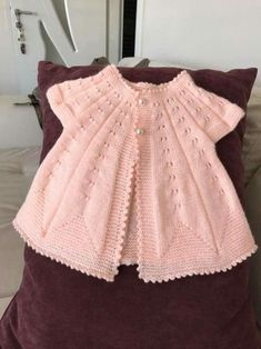 Top Favorite Baby Vest Cardigan Booties Beanie Scarf Knit Models – Yurdagül Çatal – Join in the world of pin Baby Knitting Patterns, Knitting Designs, Pullover Design, Sweater Design, Baby Pullover, Baby Cardigan, Doll Clothes Patterns, Clothing Patterns, Diy Crafts Dress