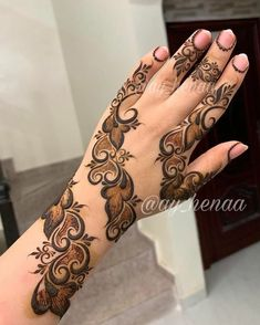 Mehndi Designs: Simple And Easy Henna Floral Henna Designs, Henna Tattoo Designs Simple, Finger Henna Designs, Back Hand Mehndi Designs, Latest Bridal Mehndi Designs, Full Hand Mehndi Designs, Mehndi Designs Book, Modern Mehndi Designs, Mehndi Designs For Beginners