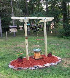 gardening New bird feeder station - Great Yard Ideas Garden Yard Ideas, Lawn And Garden, Garden Projects, Garden Leave, Garden Stakes, Garden Trellis, Patio Ideas, Diy Bird Feeder, Humming Bird Feeders