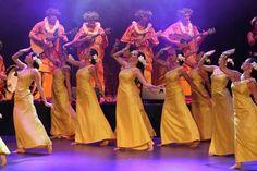 Hura Tapairu 2011. Magnificent! ~m Polynesian Girls, Polynesian Dance, Polynesian Islands, Polynesian Designs, Polynesian Culture, Tahitian Costumes, Tahiti French Polynesia, Tahitian Dance, Hula Dancers