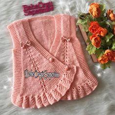 """3,039 Me gusta, 59 comentarios - Bebek Örgüleri 👼🏻🍭 By Fulya 🇹🇷 (@bebeorgusepetim) en Instagram: """"Merhaba sevgili örgü sever dostlar ☺️💕 Yeleğimin yapımını soranlar için tekrar paylaşım yapıyorum…"""" Crochet Blouse, Knit Crochet, Popular Ads, Baby Girl Dresses, Baby Knitting, Diy And Crafts, Bikinis, Sweaters, Baby Outfits"""