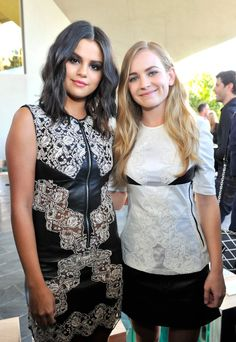 Pin for Later: 6 Choses à Savoir Sur le Show Louis Vuitton Cruise  Selena Gomez et Britt Robertson