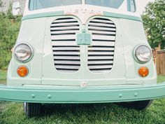 Everything You Need to Know About Wedding Reception Food Trucks | Photo by: Nicole Haley Photography | TheKnot.com
