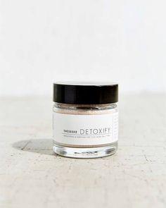 Theseeke Detoxify Dry Clay Mask.