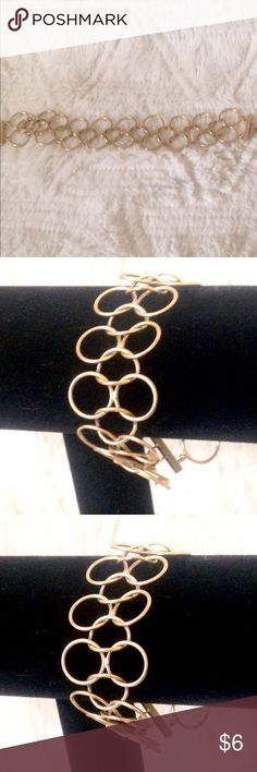 Gold toned chain link bracelet Never worn before!  Trending right now perfect for this season  🛑 No trades or lowball offers 👎🏻 My closet items aren't for personal profit, are already extremely discounted and sell very fast. So if you see things you 😍 ♥️, make an offer!  🎀 Free gift comes with every shipment 🎀 Jewelry Bracelets