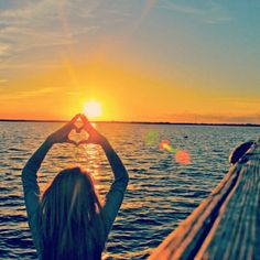 Phi Sigma Sigma throw what you know wherever you go. This picture is a fabulous idea for you to try! Go Greek, Greek Life, Northern Kentucky University, Phi Sigma Sigma, Alpha Omicron Pi, Phi Mu, Amazing Sunsets, Sorority Life, Pictures