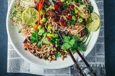 Vietnamlainen karamellisoitu nyhtökaura-nuudelisalaatti (V)