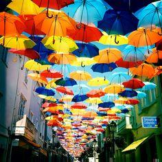 roomed-paraplu-straten-agueda-1