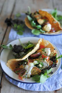 Falafel (vegan e sem glúten) #receitas #principais #falafel #vegan #semgluten #salsarapida #vegetais #ervasaromaticas #semfarinha #forno #vegetariano #paralevar