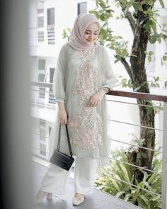 Kebaya Modern Hijab, Kebaya Hijab, Kebaya Muslim, Modern Hijab Fashion, Muslim Women Fashion, Dress Muslim Modern, Dress Brokat Modern, Kebaya Lace, Kebaya Dress
