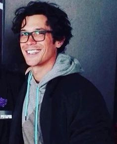 "Everything Bellarke on Twitter: ""BOB MORLEY WE LOVE YOU BC YOU CAN SOMEHOW  GO FROM PRECIOUS CINNAMON ROLL MORLEY TO BADASS BLAKE."