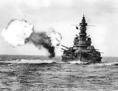 A 16 in broadside from South Dakota class battleship USS Alabama; Today she is preserved in Mobile. Naval History, Military History, Uss Alabama, Us Battleships, Heavy Cruiser, Capital Ship, Go Navy, Us Navy Ships, Big Guns
