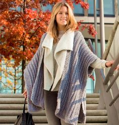 Strick-Cape mit Muster-Mix