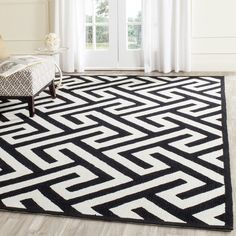 Safavieh Hand-Hooked Four Seasons Ivory / Black Polyester Rug (3'6 x 5'6)