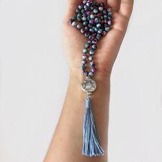Collana lunga japa-mala rosario indiano con giada arcobaleno viola in stile boho hippie meditazione di Cuony su Etsy https://www.etsy.com/it/listing/466318021/collana-lunga-japa-mala-rosario-indiano
