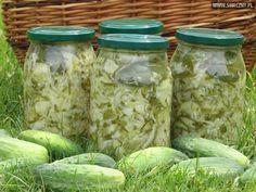 Sałatka z młodej kapusty, ogórków i cebuli