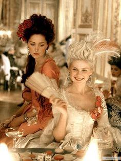 Marie Antoinette with Kirsten Dunst by Sofia Coppola, dress design Milena Canonero Sofia Coppola, Marie Antoinette Film, Kirsten Dunst Marie Antoinette, Rococo Fashion, Victorian Fashion, Rose Byrne, 18th Century Fashion, Movie Costumes, Models