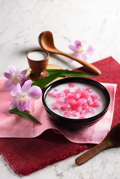 ทับทิมกรอบ Water Chestnuts in Syrup Coconut Milk Asian Desserts, Sweet Desserts, Dessert Recipes, Thai Recipes, Indian Food Recipes, Healthy Recipes, Thai Appetizer, Hotel Food, Natural Food Coloring
